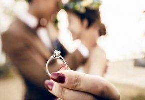 求婚必备的8样物品,求婚成功的惊喜礼物推荐