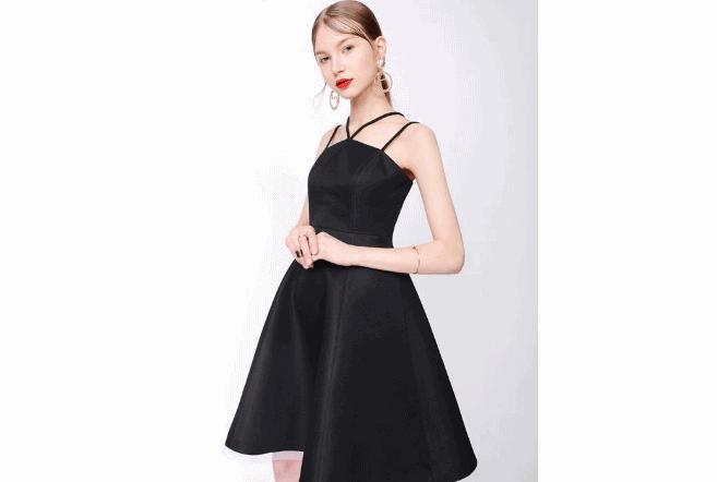 女生18岁送什么礼物合适四、黑色小礼裙