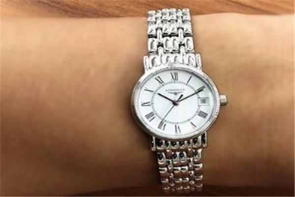 价格在五千元的浪琴手表排行一、浪琴L4.319.4.11.6