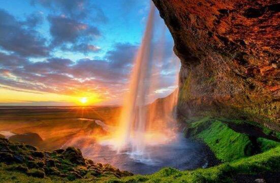 世界上雨量最多的国家:雨极乞拉朋齐(年降水2.6万毫米)
