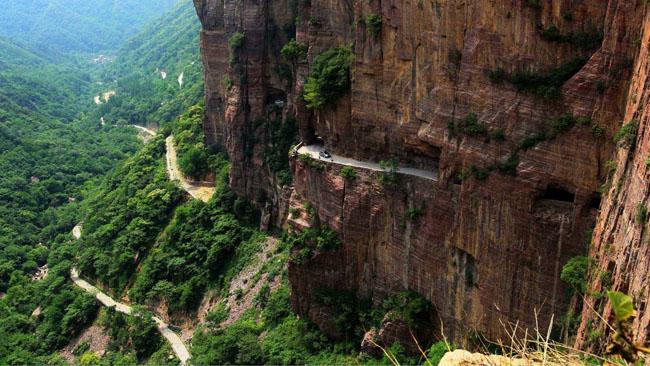 中国风景最美的10条自驾游公路十、郭亮挂壁公路