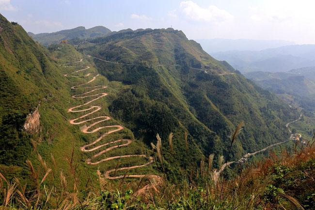 中国风景最美的10条自驾游公路七、贵州二十四道拐盘山公路