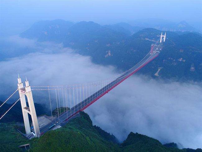 中国风景最美的10条自驾游公路四、湘西矮寨大桥