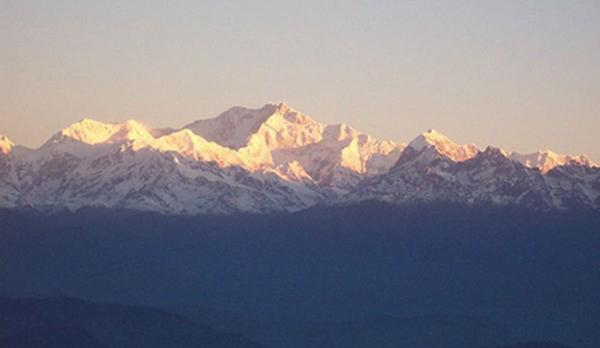 世界排名前十的著名高山3、干城章嘉峰